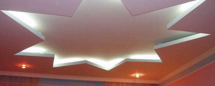Натяжные потолки «простые и сложные».